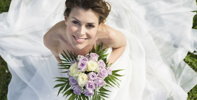 e11f73a8e11a Se sei una sposa che vuole comprare un abito solo perché l ha visto in TV o  perché porta l etichetta di un marchio famoso che è sulla punta della  lingua di ...